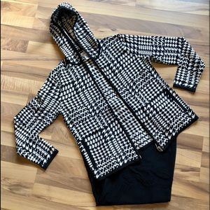Adorable silk blend Chicos B/W herringbone sweater
